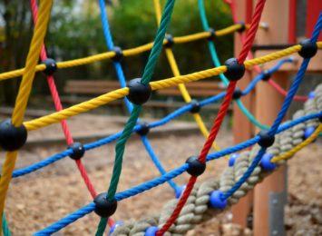 Dzięki rodzicom maluchów na Dąbiu powstał nowy plac zabaw