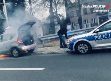 Na Rynku Wieluńskim podczas jazdy zapalił się samochód