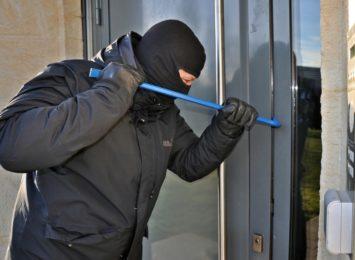 Policja ostrzega przed złodziejami