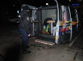 Strażnicy miejscy dostarczą ciepłe posiłki bezdomnym
