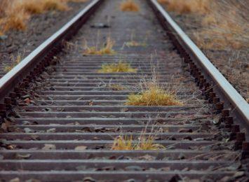 Masłońskie: kłopoty na torach po wykolejeniu wagonów z węglem