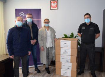 Kilka tysięcy maseczek dla Stowarzyszenia Pomoc na Dłoni przekazali funkcjonariusze z Aresztu Śledczego w Częstochowie