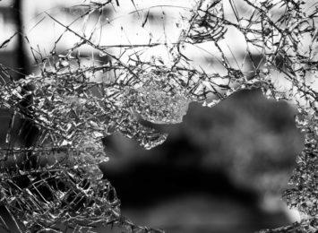 Mężczyzna wybił szybę i włamał się do jednej z częstochowskich szkół