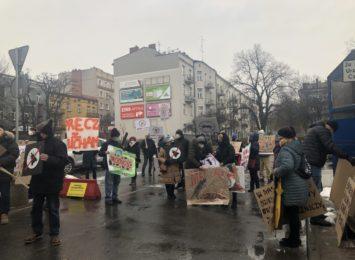 Mieszkańcy Gnaszyna pikietowali przed Urzędem Miasta
