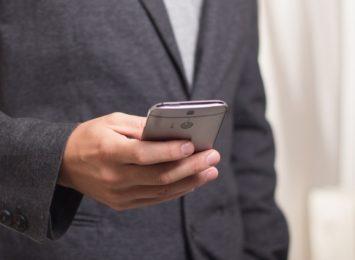 Nowa próba wyłudzeń danych i kradzieży pieniędzy z kont. Oszuści wysyłają SMS o niezapłaconym mandacie
