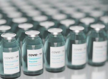 Chcemy być szczepieni w aptekach - mówią badania ankietowe