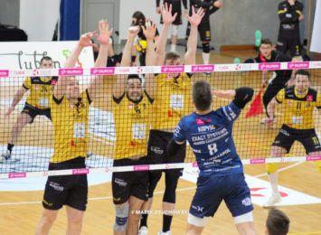Siatkarze Exact Systems Norwida przegrali z liderem Tauron 1 Ligi