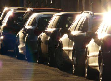 Od maja powiększy się strefa płatnego parkowania - to dotyczy m.in Rynku Wieluńskiego. Co na to kierowcy i właściciele znajdujących się tam firm?