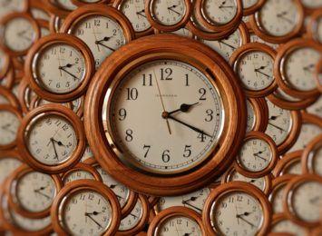 W ten weekend przesuwamy wskazówki zegara