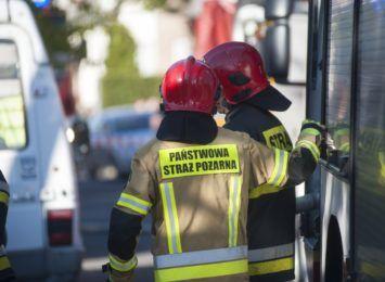 200-metrowa strefa bezpieczeństwa na ulicy Wrocławskiej. Działania strażaków potrwają jeszcze do ok. godz. 16:00