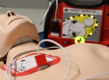 Aktywni poza szkołą mimo pandemii, w IV L.O. uczniowie działają na rzecz szkoleń z pierwszej pomocy