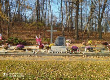 Dofinansowanie dla Gminy Janów na odnowienie mogiły zbiorowej żołnierzy na cmentarzu w Złotym Potoku