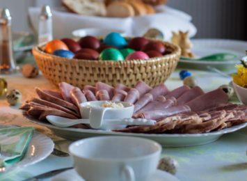 Tradycja wielkanocnych posiłków na naszym terenie, etnograf o tym co od lat dominuje na stołach