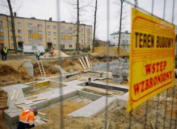 Trwa budowa nowego bloku komunalnego na Rakowie