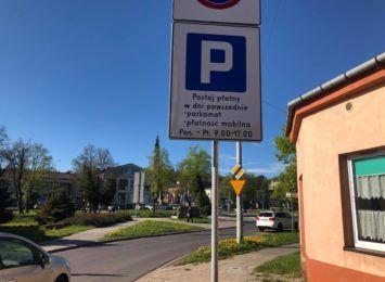 Nowe parkomaty w poszerzonej strefie działają, choć nie chcą przyjąć płatności kartą