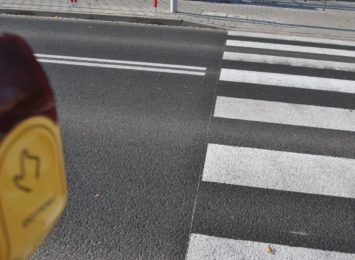 MZD ponownie uruchamia przyciski na sygnalizatorach przy przejściach dla pieszych