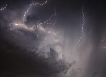 Alerty burzowe nadal aktualne, do tego ostrzeżenia hydrologiczne