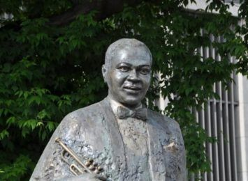 We wtorek wieczorem jazzowy happening obok pomnika Louisa Armstronga