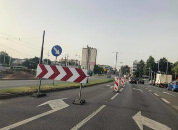 Przebudowa drugiej części skrzyżowania torów z al. JPII - utrudnienia i objazdy