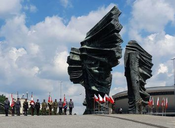 Pamiątkowa tablica dla Częstochowy na 100-lecie Powstań Śląskich