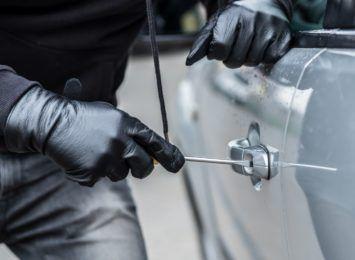 Znikające samochody. Jak się chronić przed kradzieżami pojazdów? [MATERIAŁ PARTNERA]