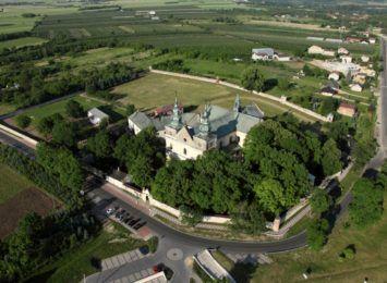 Będzie remont zabytkowego muru klasztornego w Mstowie