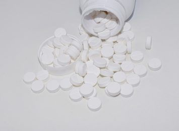 Udało się udaremnić przemyt kilku tysięcy tabletek. Kierowca wpadł na autostradzie A1
