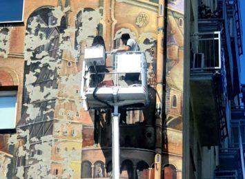 Naprawili ubytki muralu Wieża Babel przy Placu Biegańskiego. Są też głosy, że powinien zniknąć