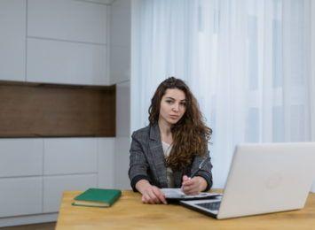 Nauka angielskiego online ze speakerem. Na czym polegają zajęcia? [MATERIAŁ PARTNERA]